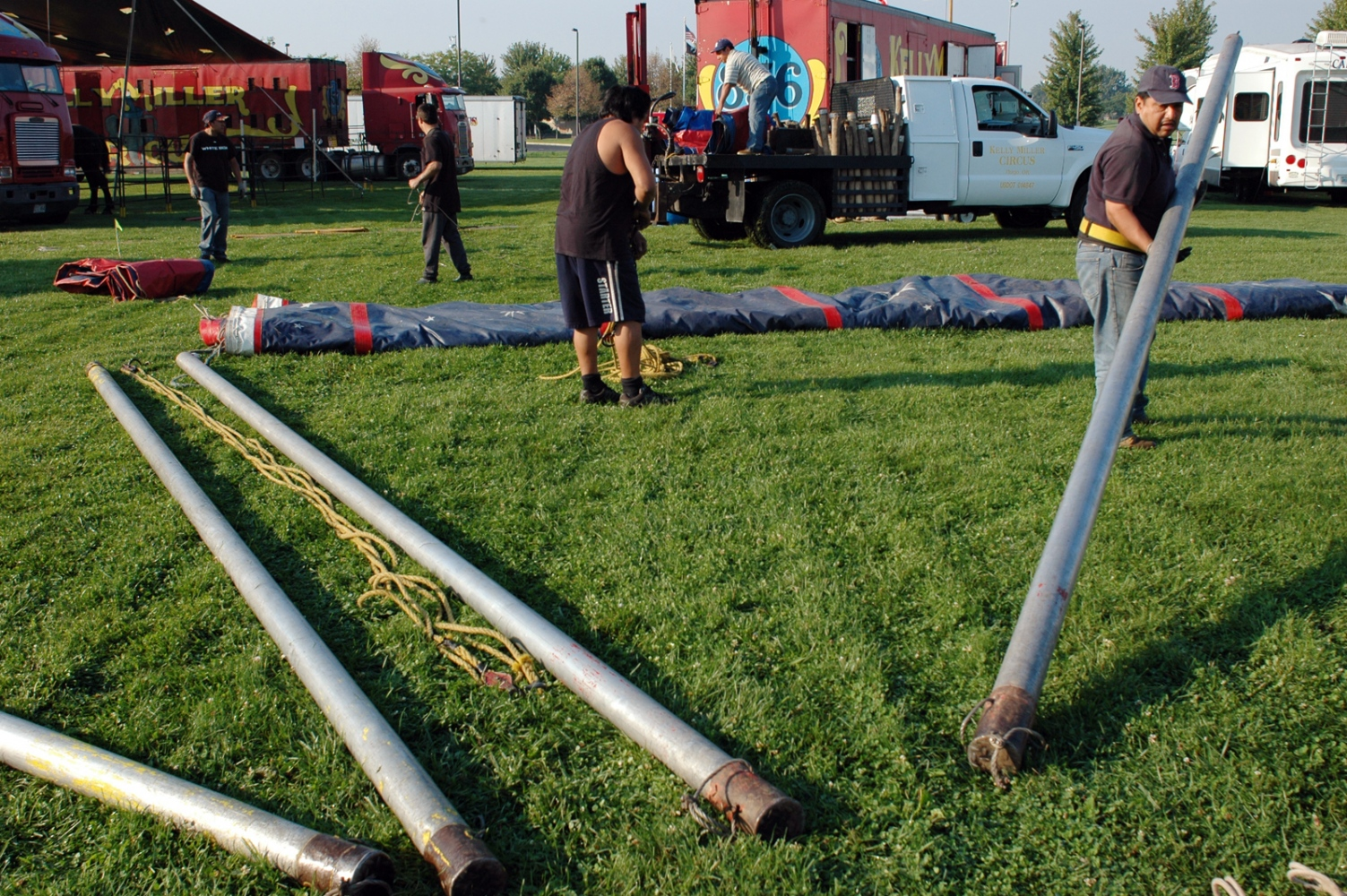 Art and Documentary Photography - Loading poles 9-4-09.jpg