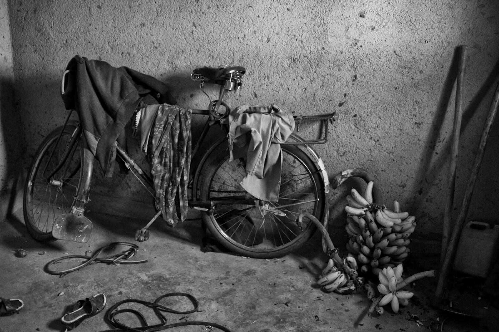 Art and Documentary Photography - Loading Rwanda_B&W_LoRes_13.jpg