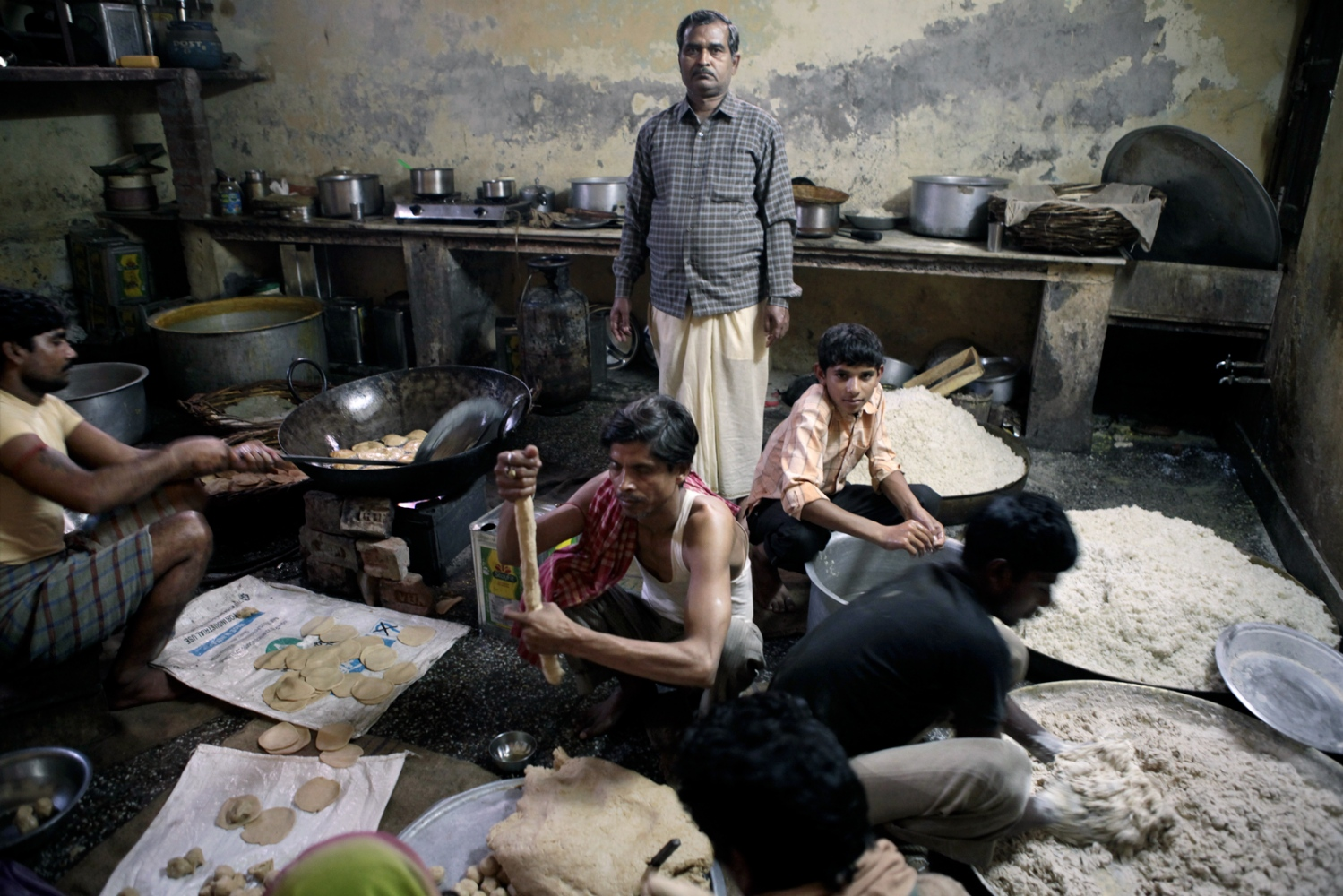 The cooks prepared 350 warm lunches per day.