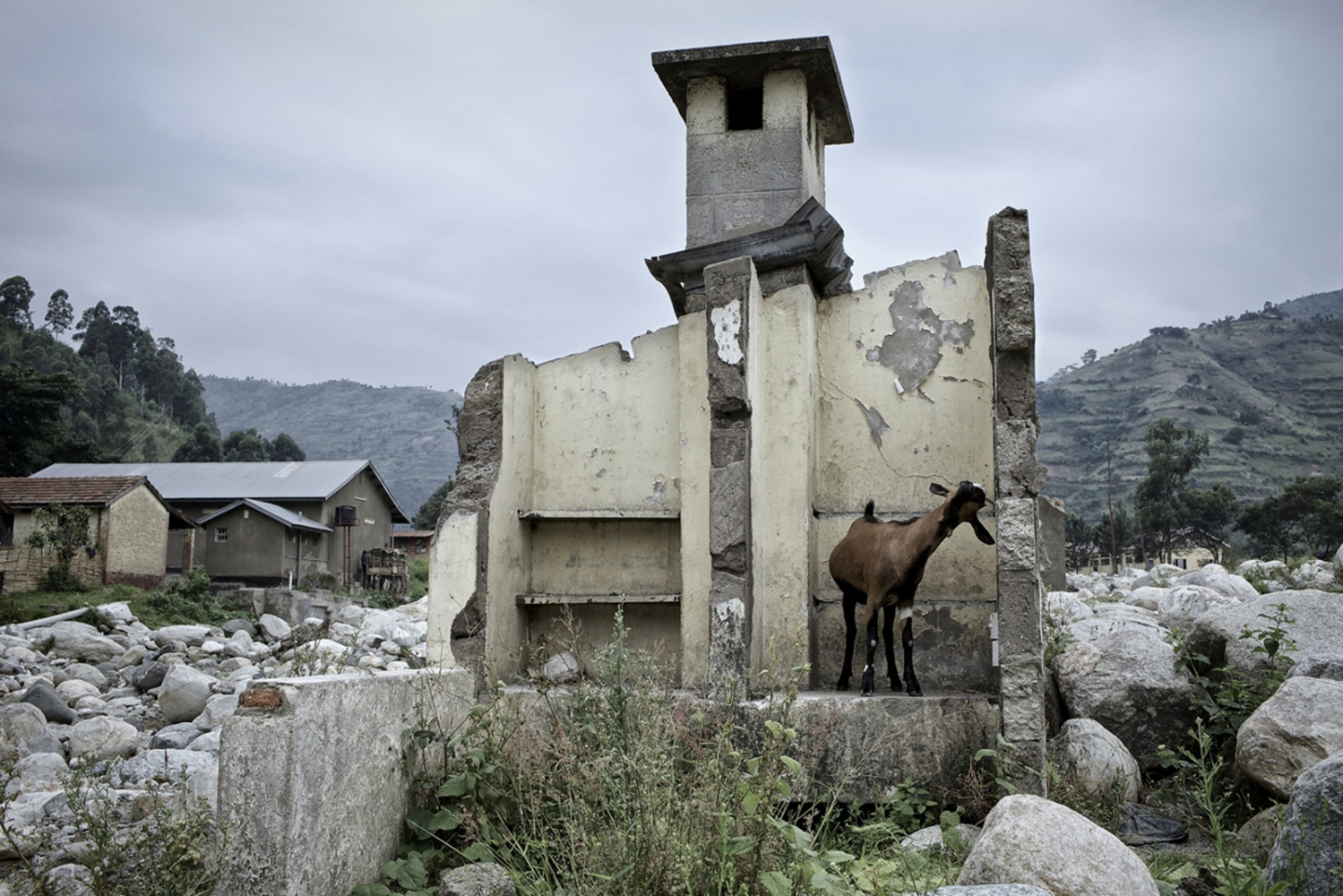 Art and Documentary Photography - Loading Fotovisura Grant 2015_ABANDONED after the fury of the flood_003.JPG