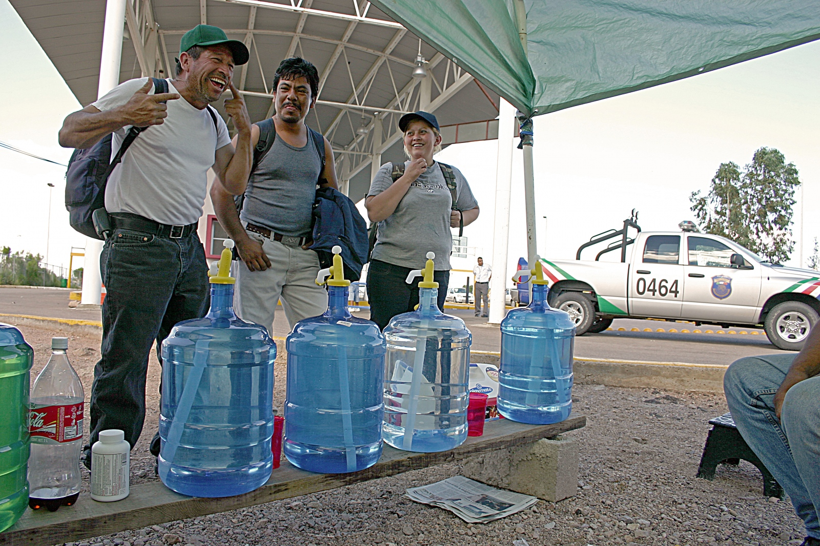 Art and Documentary Photography - Loading 16.Nogales Deportees 2006.jpg