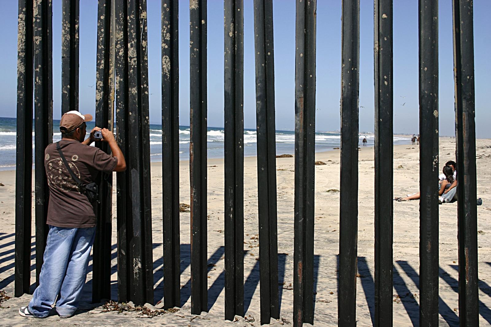 Art and Documentary Photography - Loading 21.Tijuana Pic Thru 2006.jpg