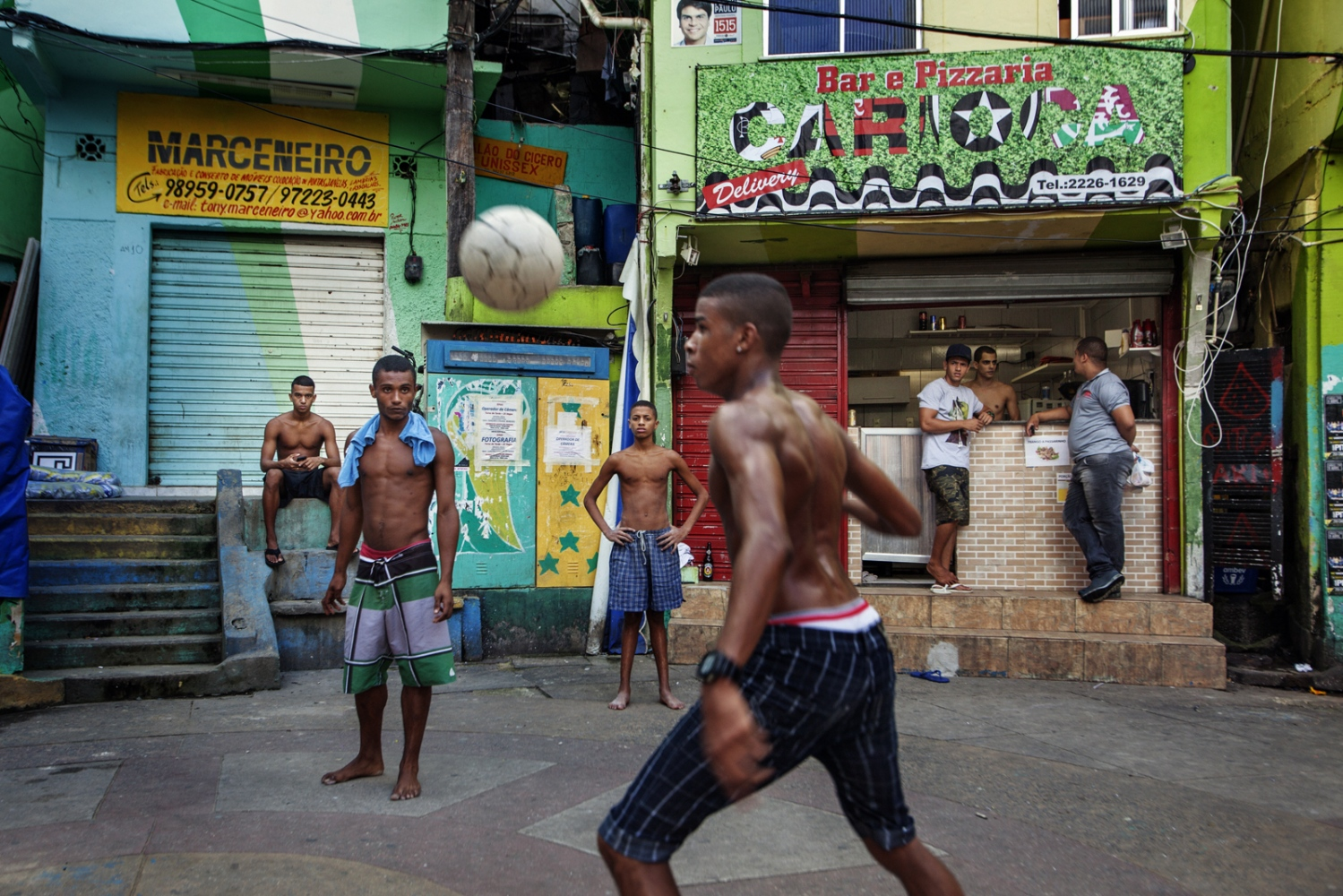 Art and Documentary Photography - Loading Rio_03.jpg