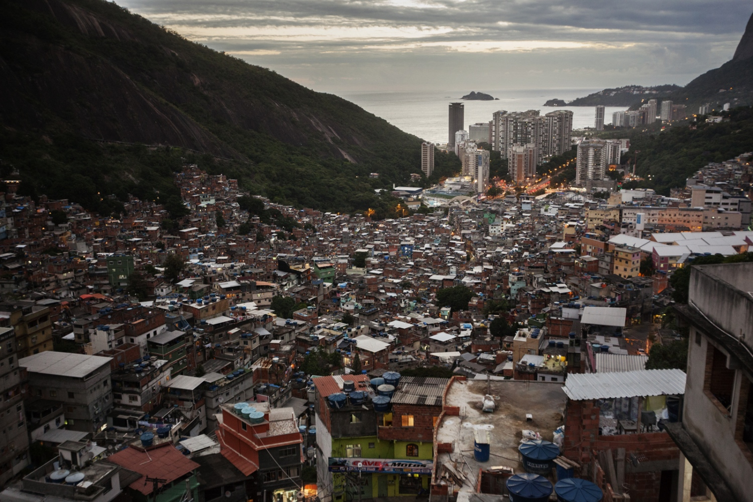 Art and Documentary Photography - Loading Rio_19.jpg
