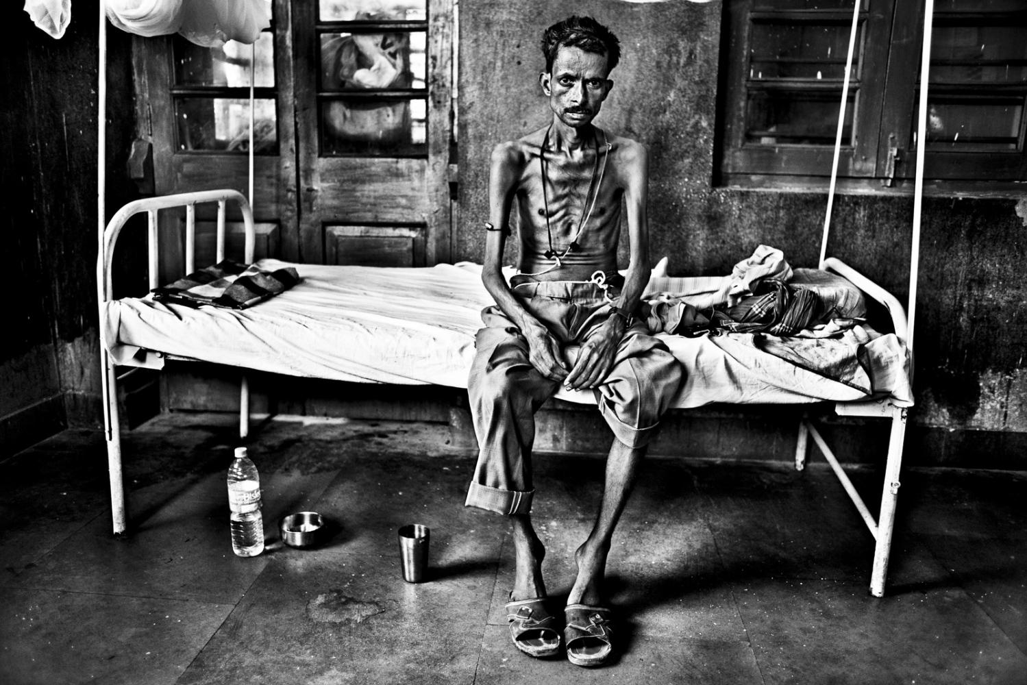Art and Documentary Photography - Loading Kala Azar - black fever - fiebre negra - Leishmaniasis - David Rengel-01.jpg