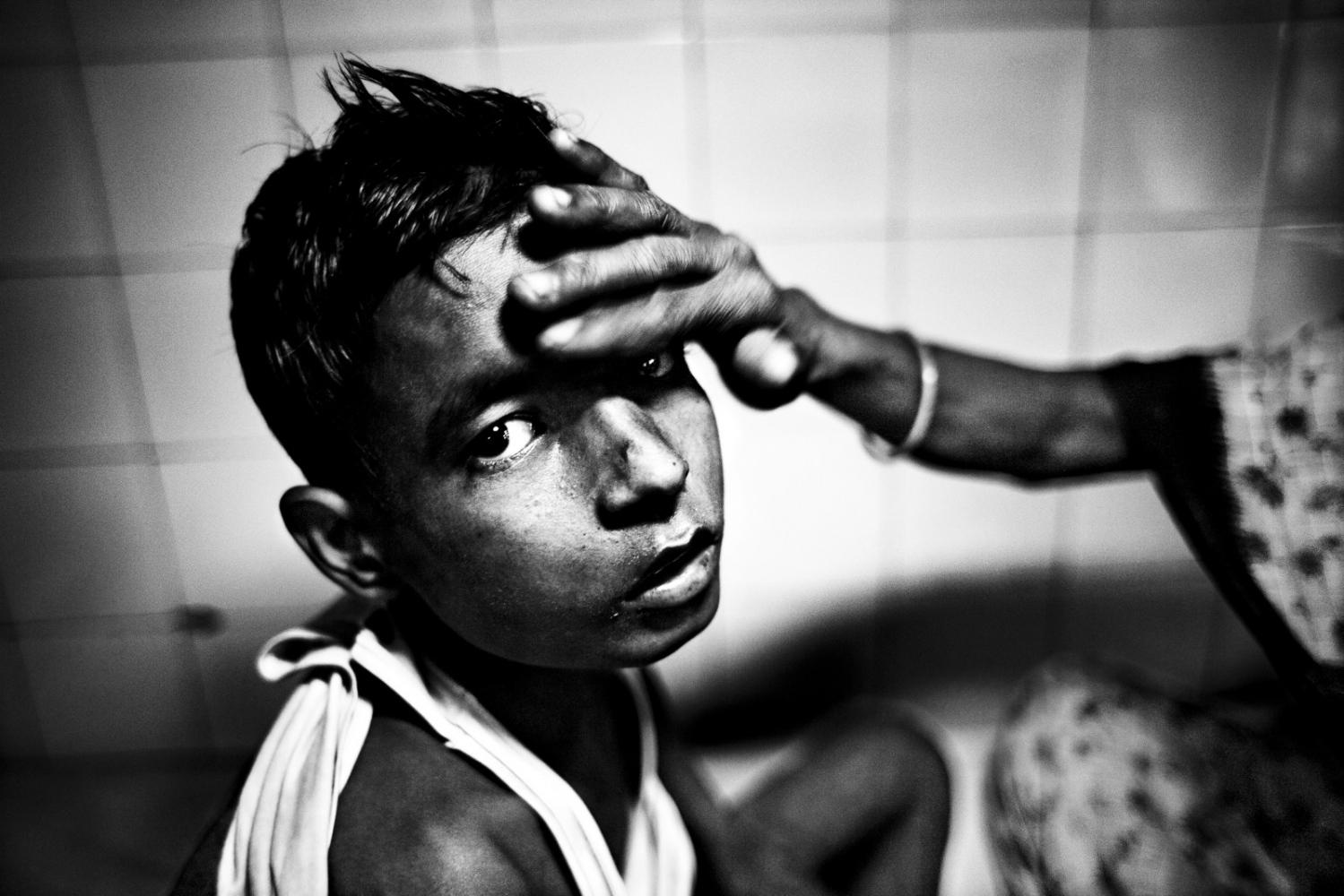 Art and Documentary Photography - Loading Kala Azar - black fever - fiebre negra - Leishmaniasis - David Rengel-02.jpg