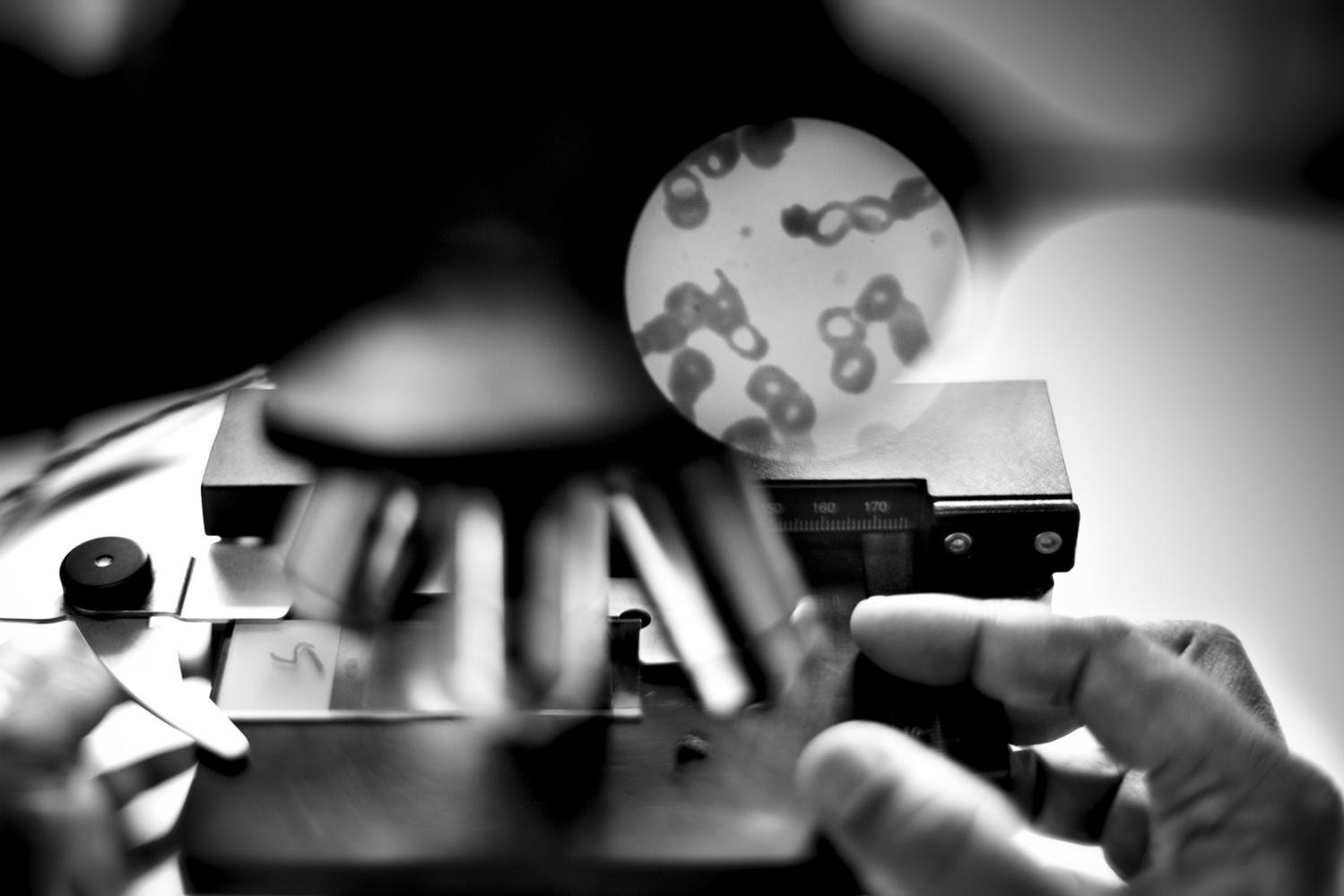 Art and Documentary Photography - Loading Kala Azar - black fever - fiebre negra - Leishmaniasis - David Rengel-08.jpg