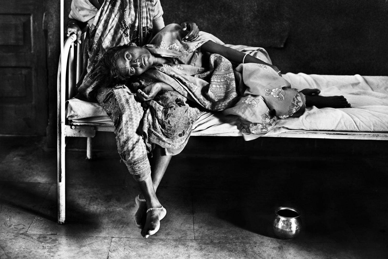 Art and Documentary Photography - Loading Kala Azar - black fever - fiebre negra - Leishmaniasis - David Rengel-09.jpg