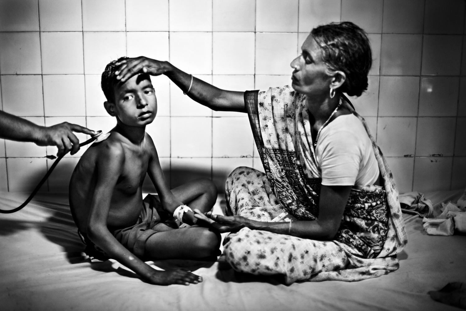 Art and Documentary Photography - Loading Kala Azar - black fever - fiebre negra - Leishmaniasis - David Rengel-14.jpg