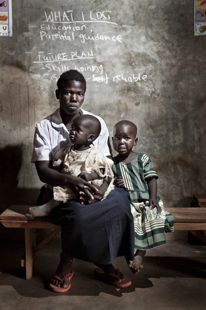 Art and Documentary Photography - Loading Future Plans - Planes de Futuro - Uganda - Ex-childsoldiers - David Rengel-06.jpg