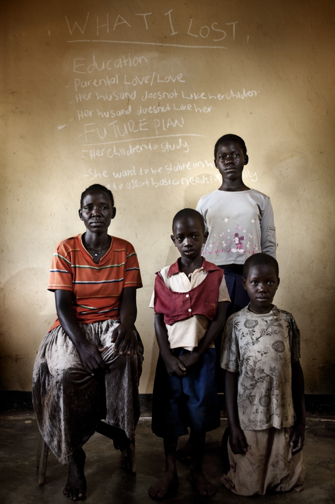 Art and Documentary Photography - Loading Future Plans - Planes de Futuro - Uganda - Ex-childsoldiers - David Rengel-09.jpg
