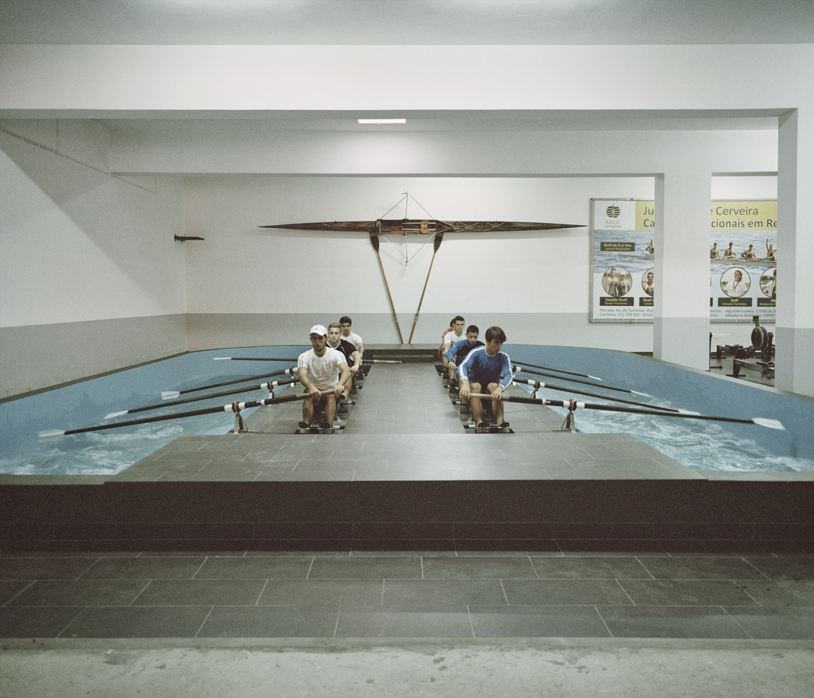 Portugal, Vila Nova de Cerveira. A boat team train in a artificial pool that simulate the river.