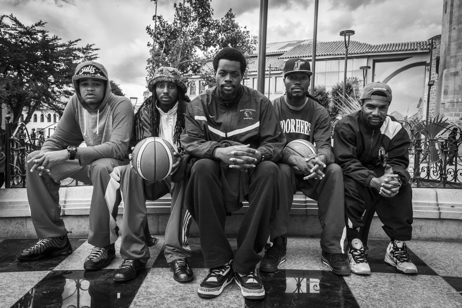American basketball players sitting in Plaza 10 de Noviembre, Potosí. From left to right: Rory Miller (25), Domonick Steverson (24), DeQuan Dupree (25), Travis Dupree (25) and Tadavious Williams (26).