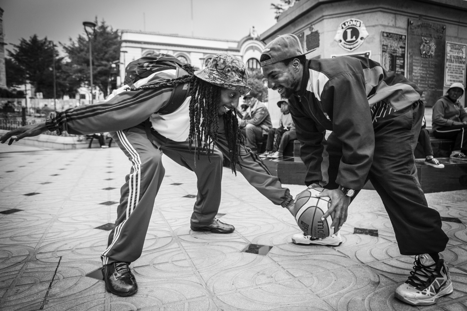 Domonick Steverson, tries to steal the ball from Tadavious Williams while they were playing at Plaza 10 de Noviembre in center Potosí.