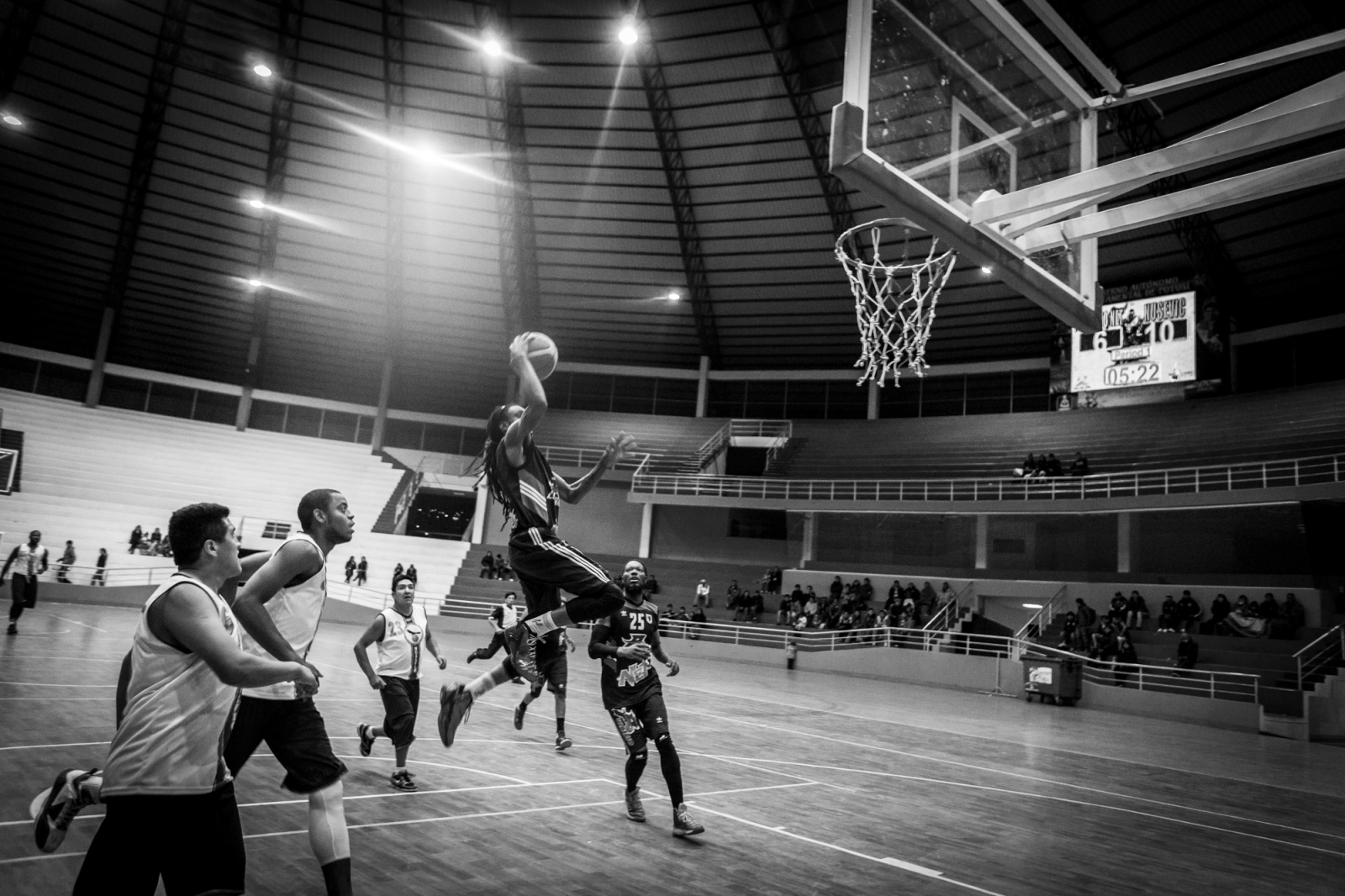Domonick Steverson flies to the basket during the game against Nusevic team. The Nusevic followed the trend created by Pueblito Nets and also add to their squad three American players.