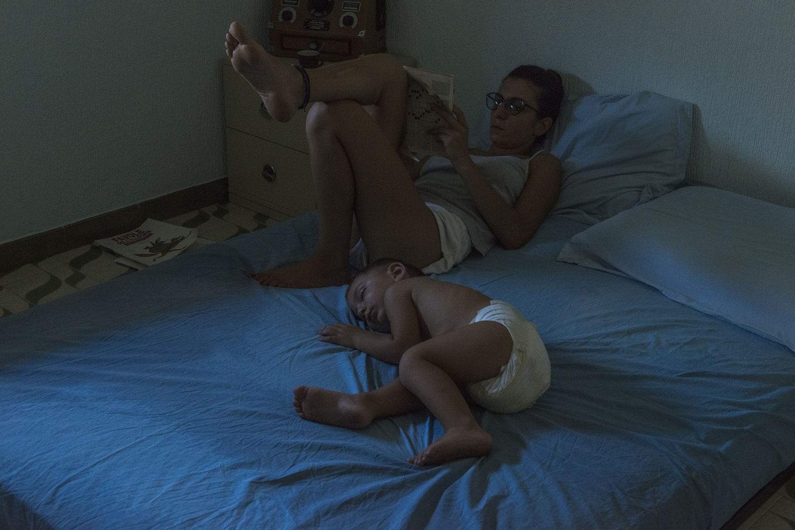 Art and Documentary Photography - Loading 14_the_need_to_be_close_to_her_son.jpg