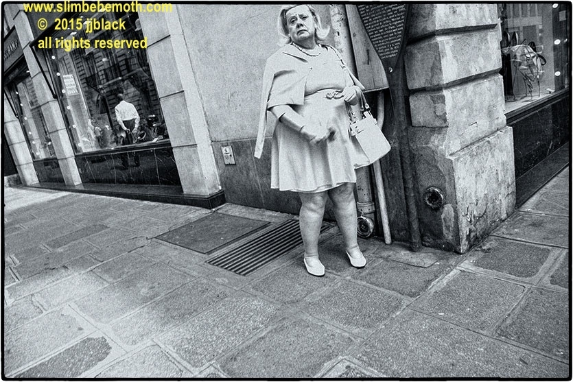 Art and Documentary Photography - Loading des_moments_de_paris_IMG_4759_0005.jpg