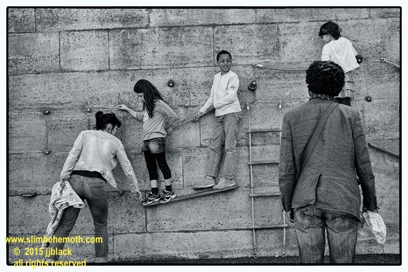 Art and Documentary Photography - Loading des_moments_de_paris_IMG_4955_0074.jpg