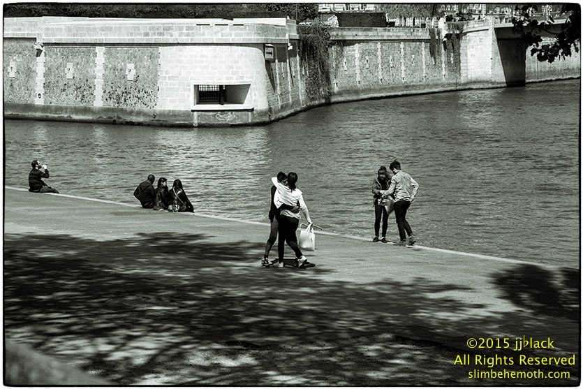 Art and Documentary Photography - Loading des_moments_de_paris_IMG_5042_0088.jpg
