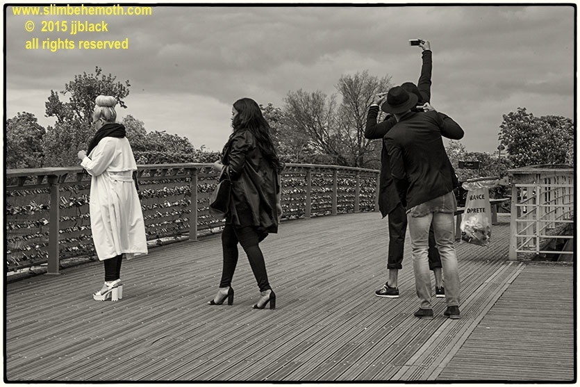 Art and Documentary Photography - Loading des_moments_de_paris_IMG_5685_0114.jpg
