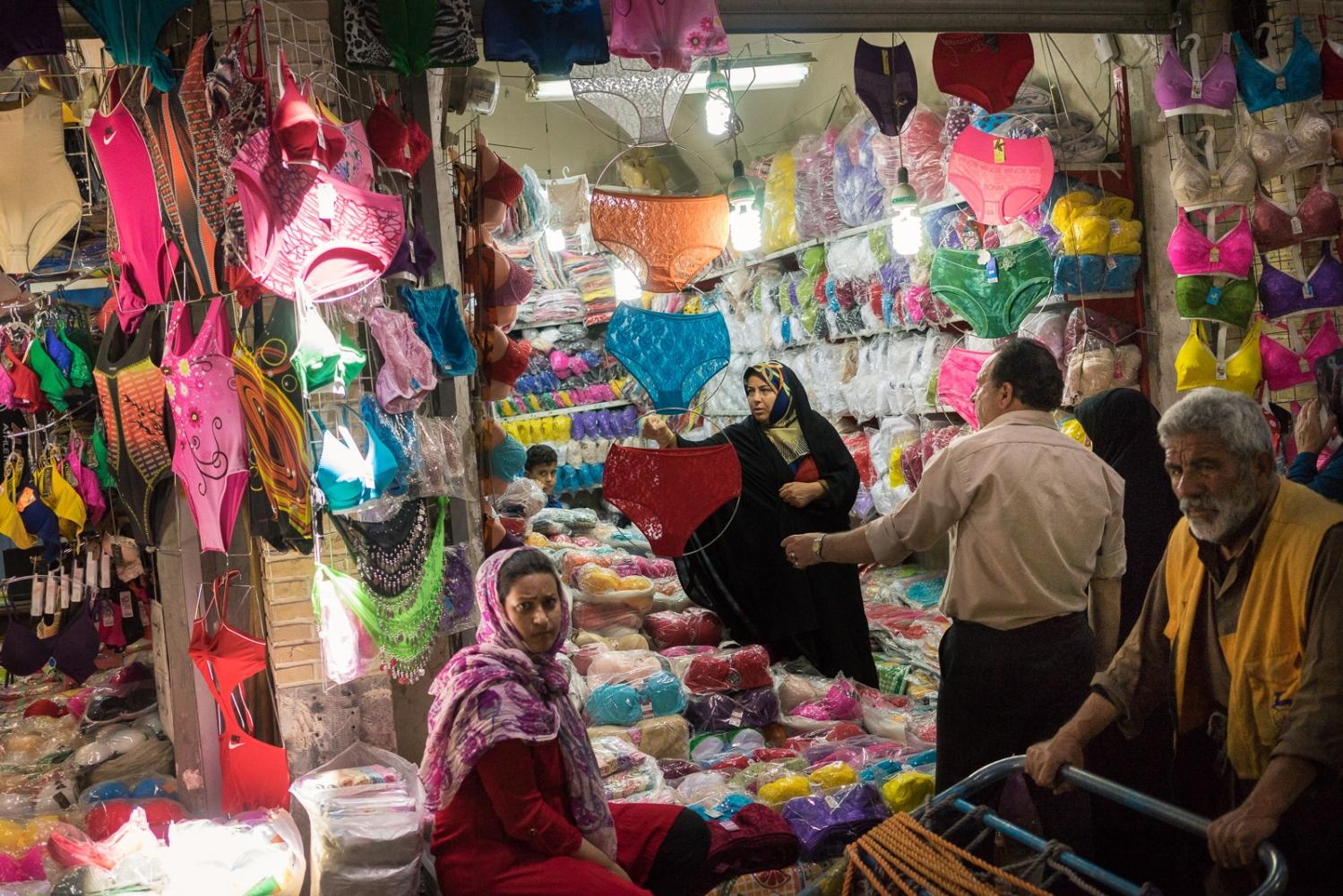 Art and Documentary Photography - Loading 002-iran_consumerism.jpg