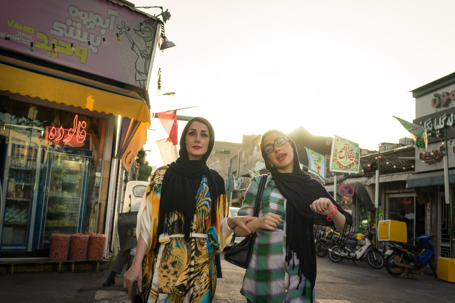 Art and Documentary Photography - Loading 003-iran_consumerism.jpg