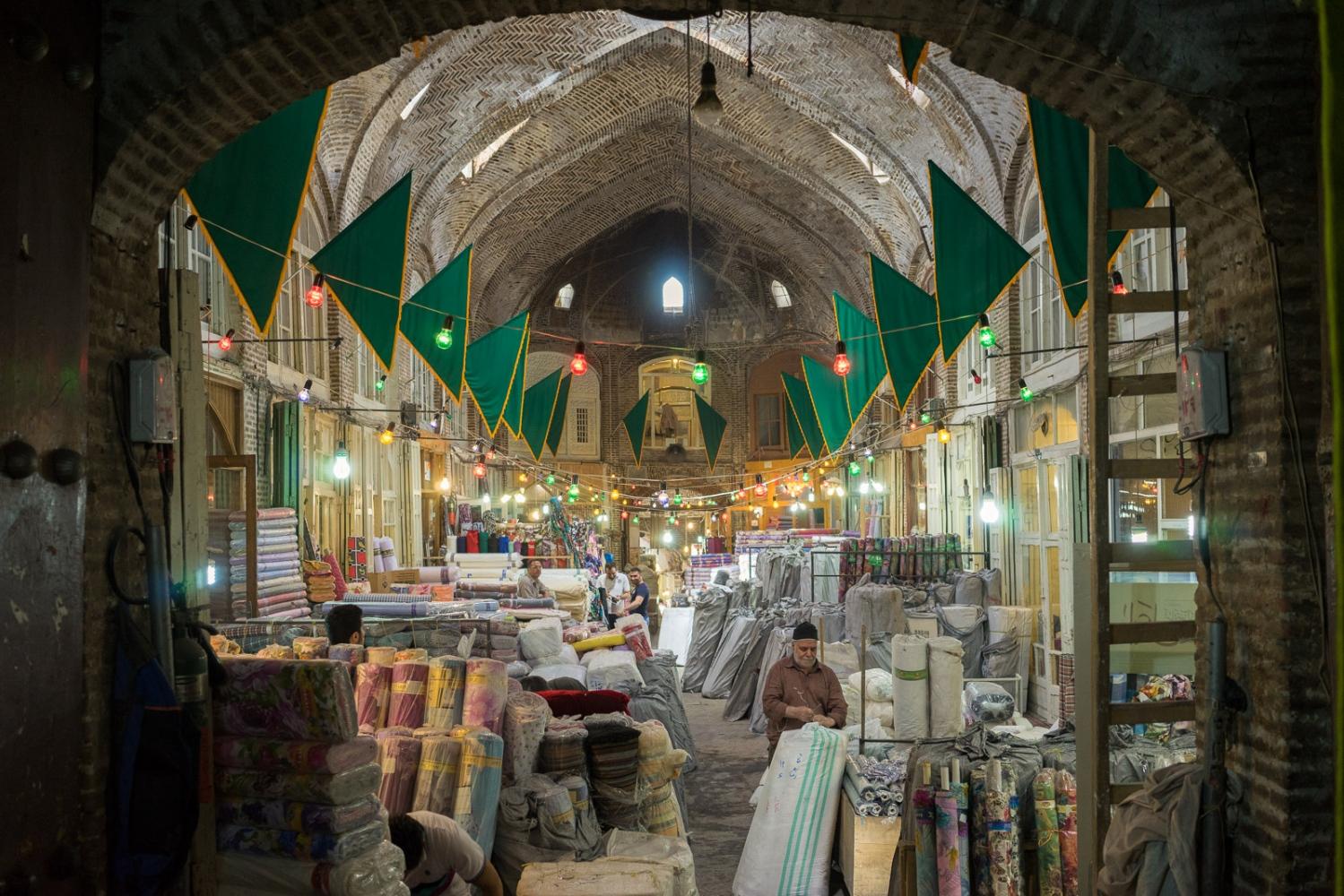 Art and Documentary Photography - Loading 009-iran_consumerism.jpg