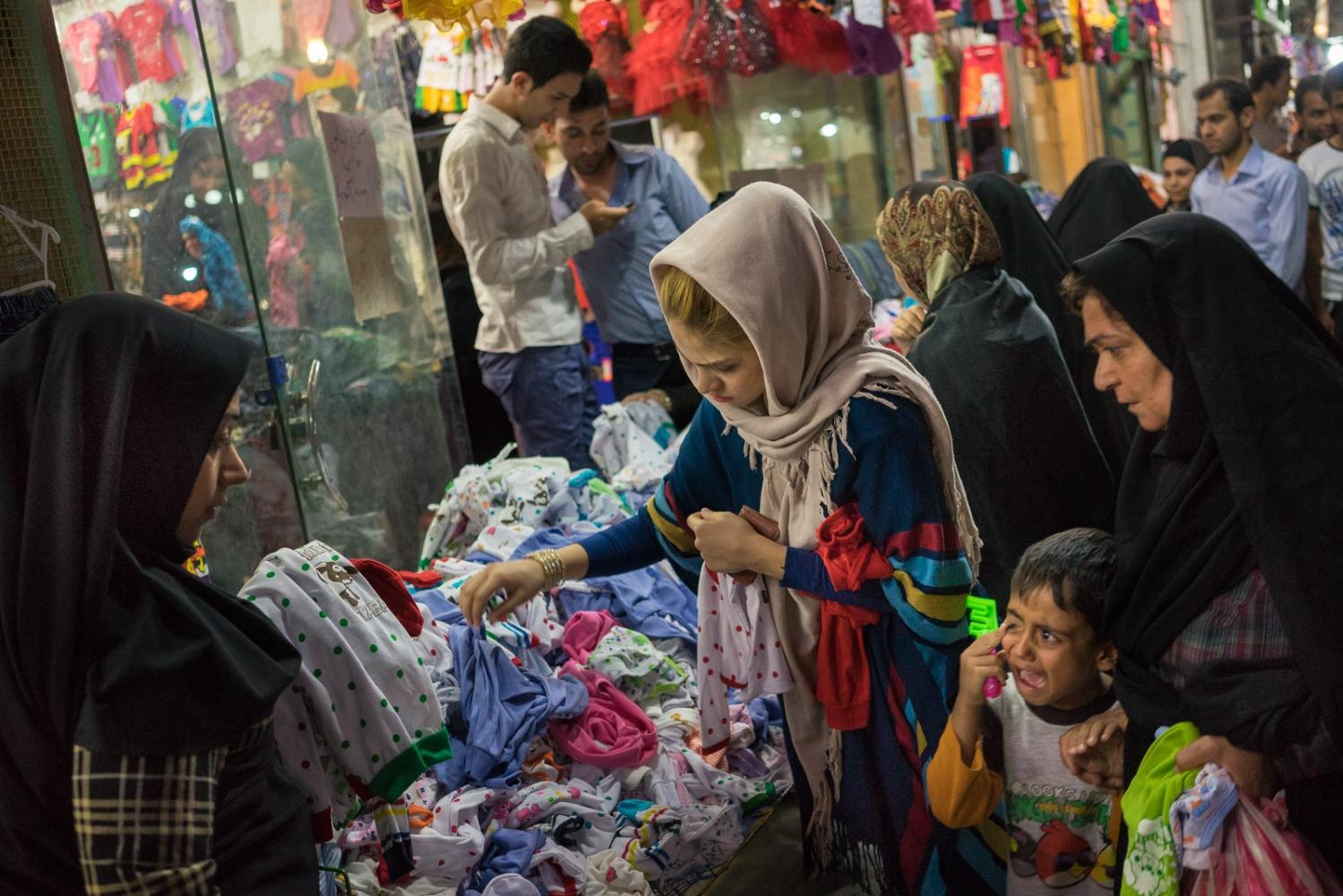 Art and Documentary Photography - Loading 011-iran_consumerism.jpg