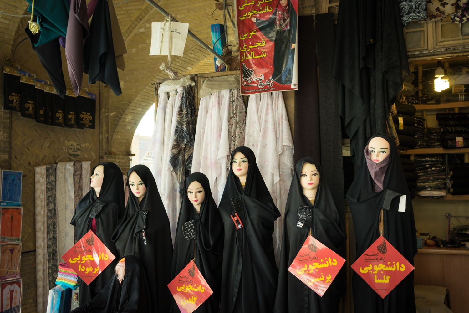 Art and Documentary Photography - Loading 012-iran_consumerism.jpg