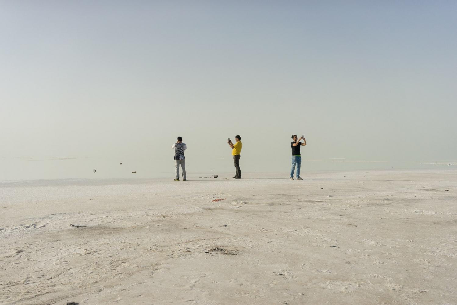 Art and Documentary Photography - Loading 015-iran_consumerism.jpg