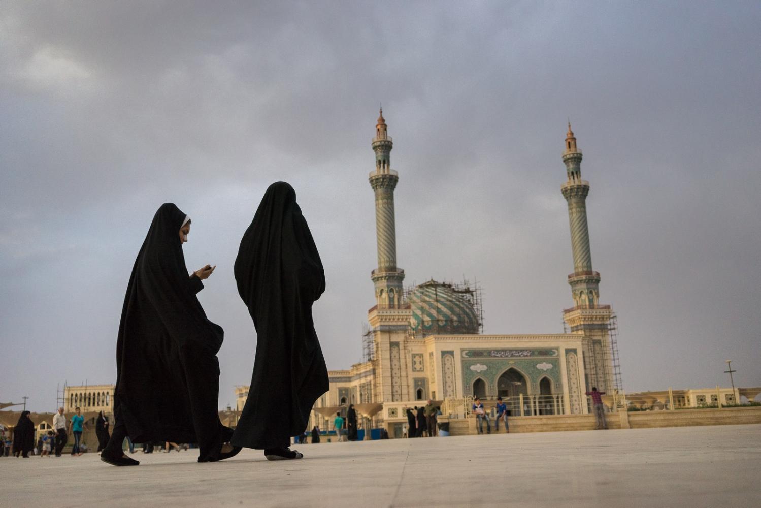 Art and Documentary Photography - Loading 021-iran_consumerism.jpg