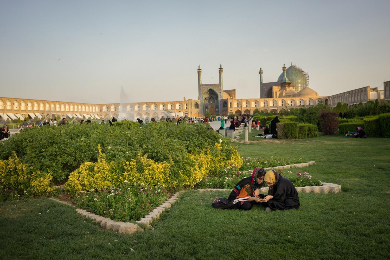 Art and Documentary Photography - Loading 022-iran_consumerism.jpg