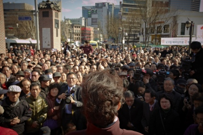 Here she was giving a speech to the people in Insa-dong, Seoul.
