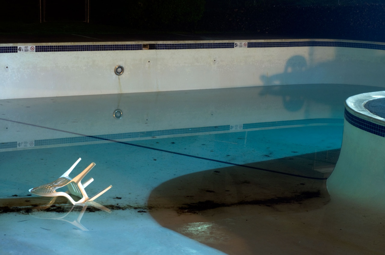 Art and Documentary Photography - Loading swimming-pool-at-night.jpg