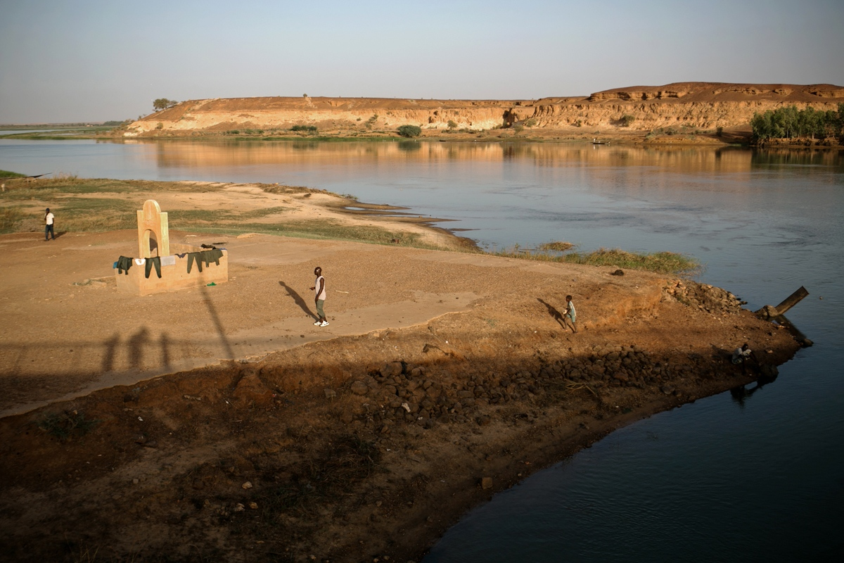 Art and Documentary Photography - Loading NYTportfolio_Mali_02.JPG