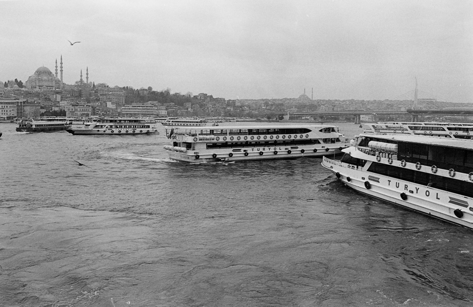 Art and Documentary Photography - Loading Istanbul_bw-9.jpg