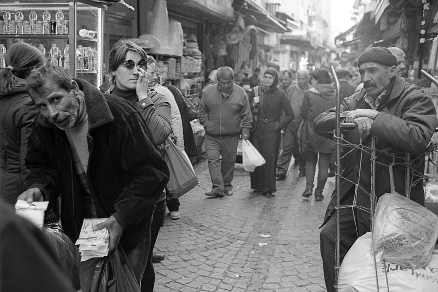 Art and Documentary Photography - Loading Istanbul_bw-14.jpg