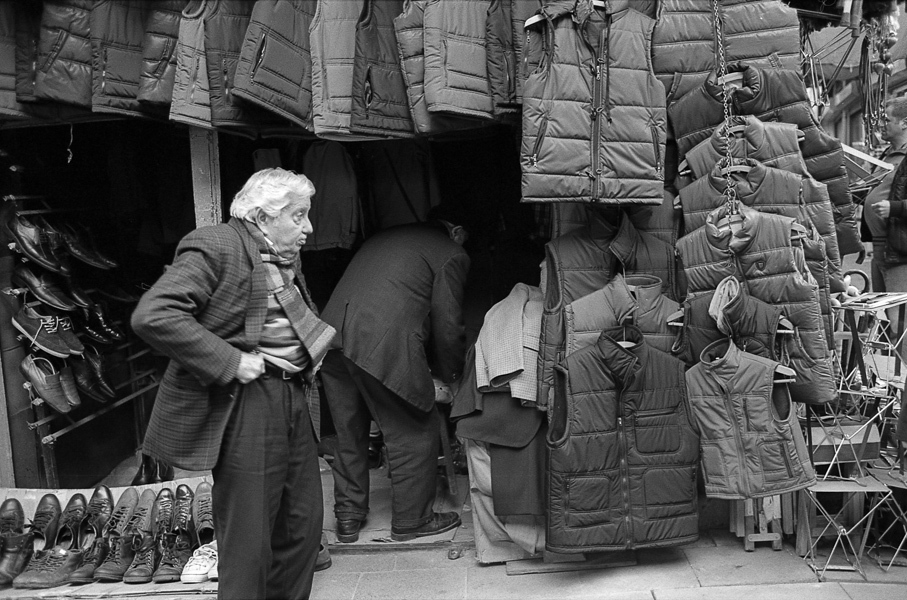 Art and Documentary Photography - Loading Istanbul_bw-16.jpg