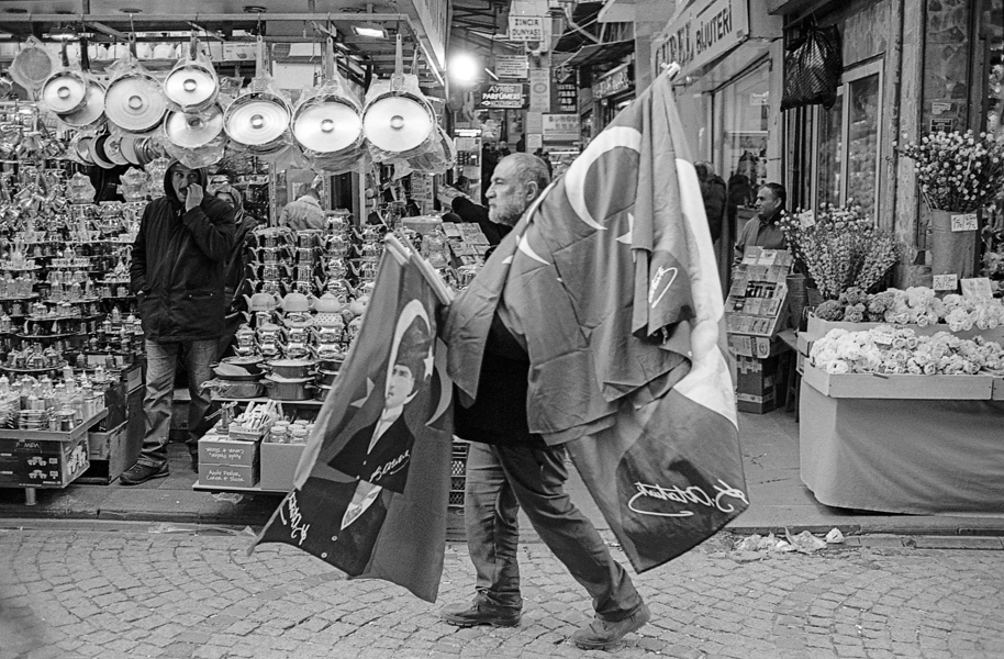 Art and Documentary Photography - Loading Istanbul_bw-17.jpg