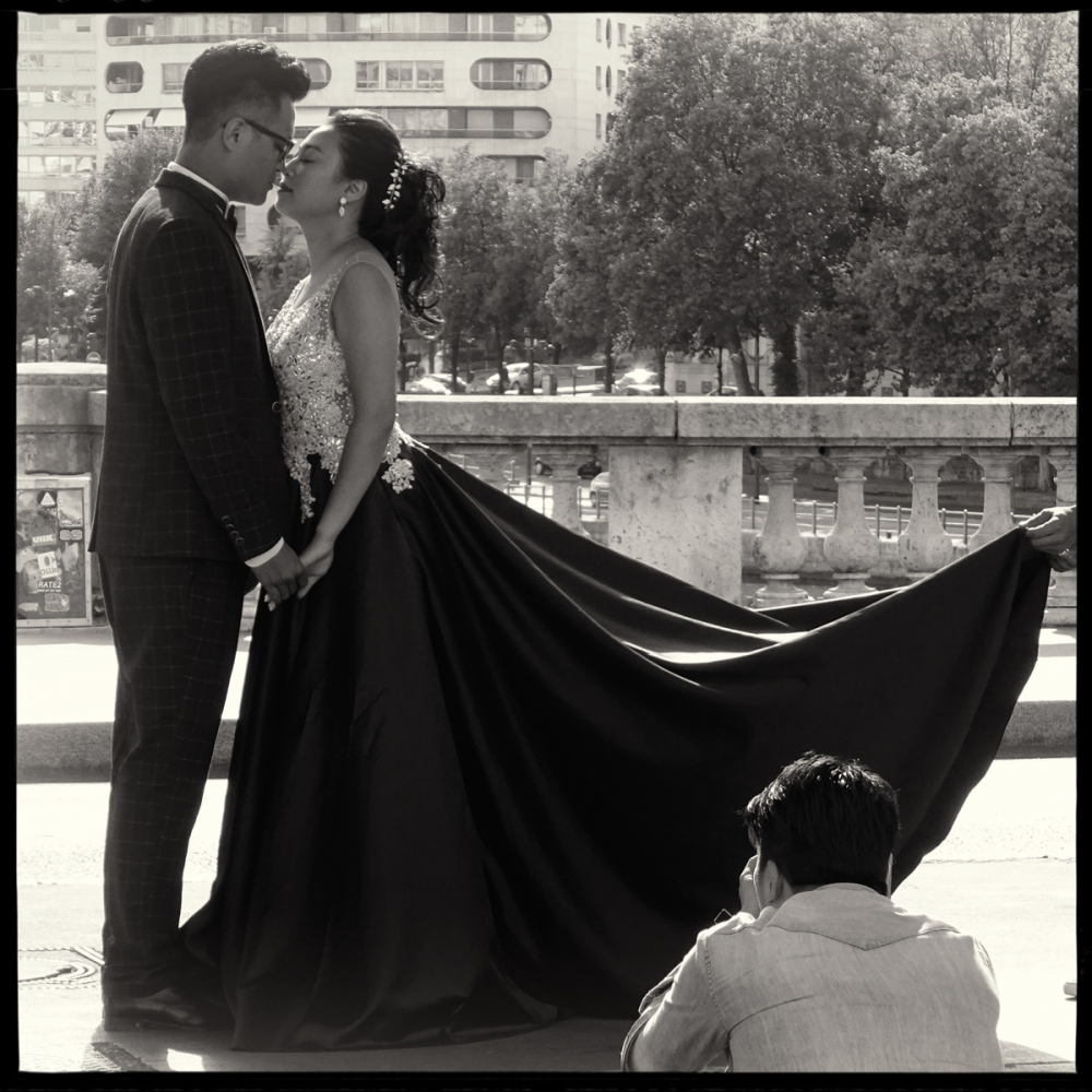 Art and Documentary Photography - Loading GETTING_MARRIED_IN_THE_PARIS_113.jpg