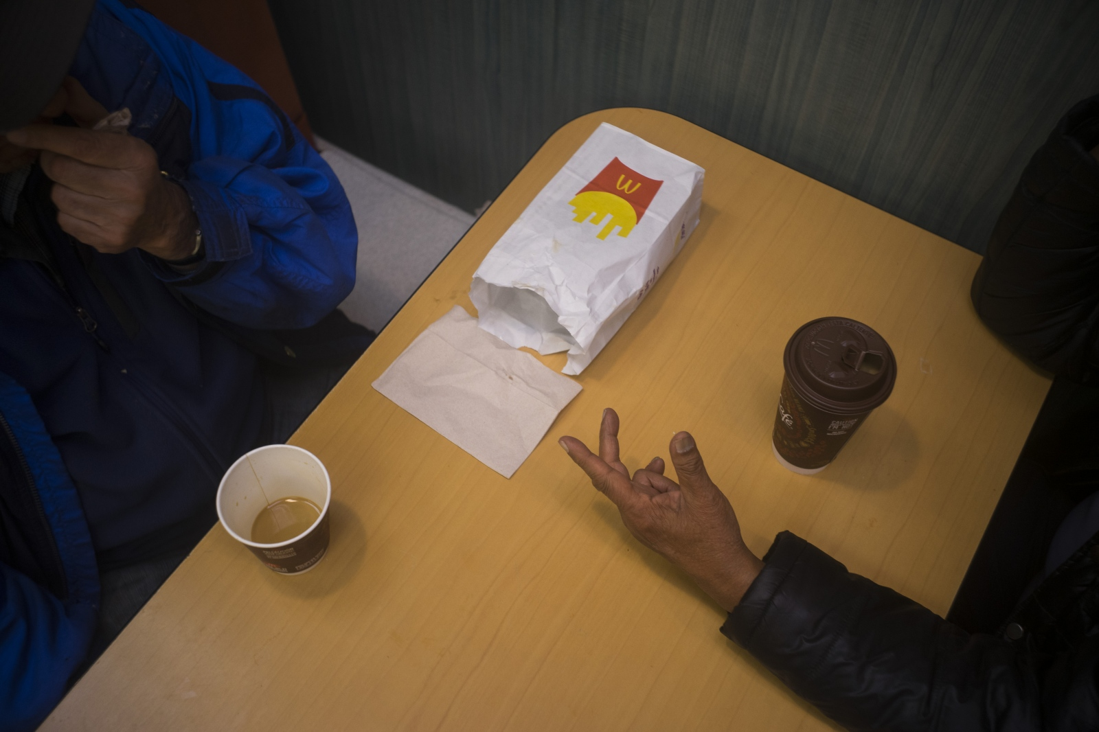 Before Lex goes to sleep, he has coffee with a friend at McDonald's. Both meet every night of the week to chat.