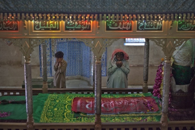 Pakistani worshippers offer prayers at the tomb of spiritual leader Hazrat Abdullah Shah Ashabi in Makli in the district of Thatta in Pakistan's Sindh province on November 24, 2011.