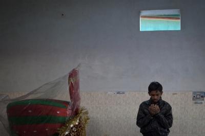 A Pakistani worshipper offers prayers inside the shrine of spiritual leader Hazrat Abdullah Shah Ashabi in Makli in the district of Thatta in Pakistan's Sindh province on November 25, 2011.