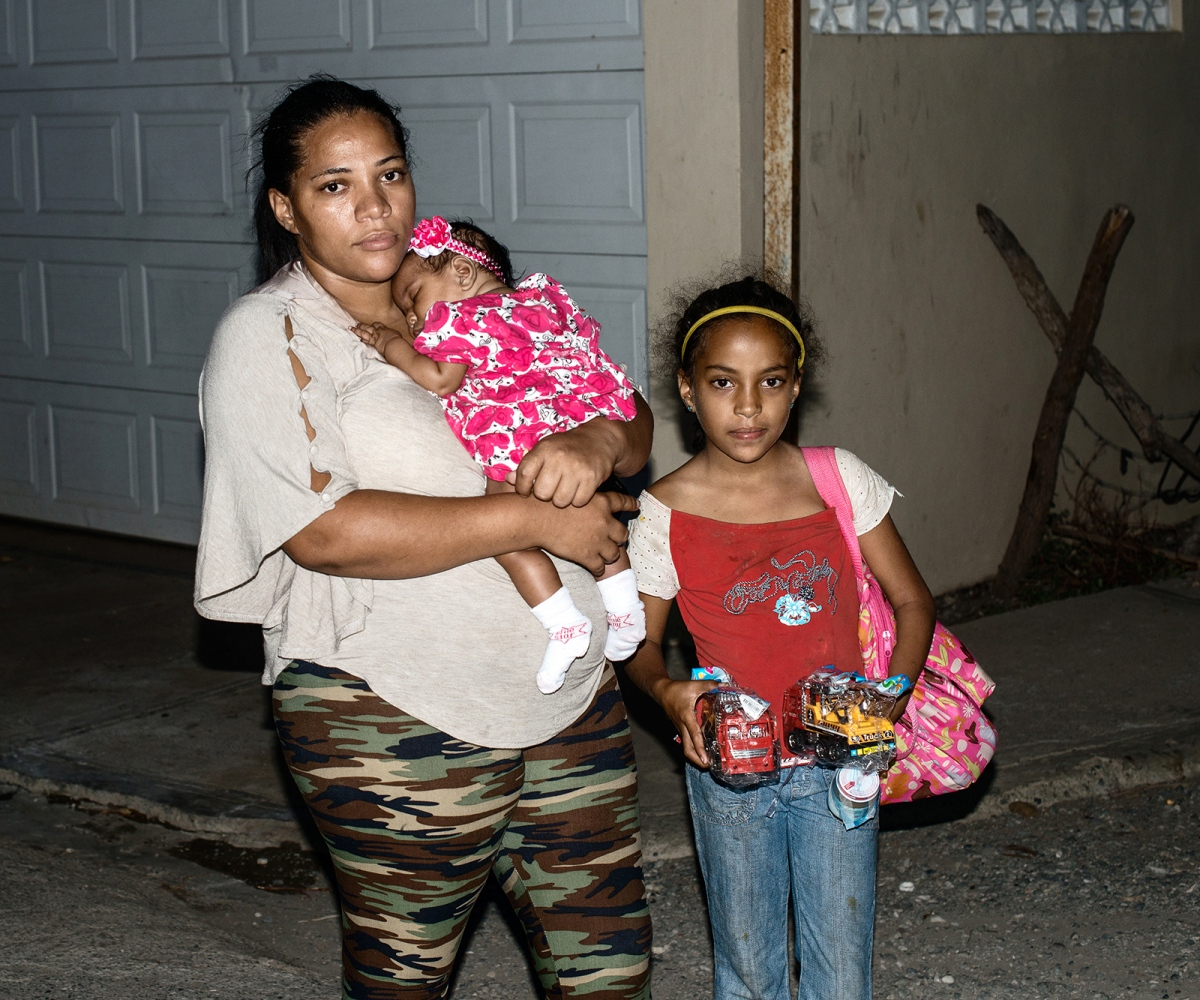 Art and Documentary Photography - Loading mother_children.jpg