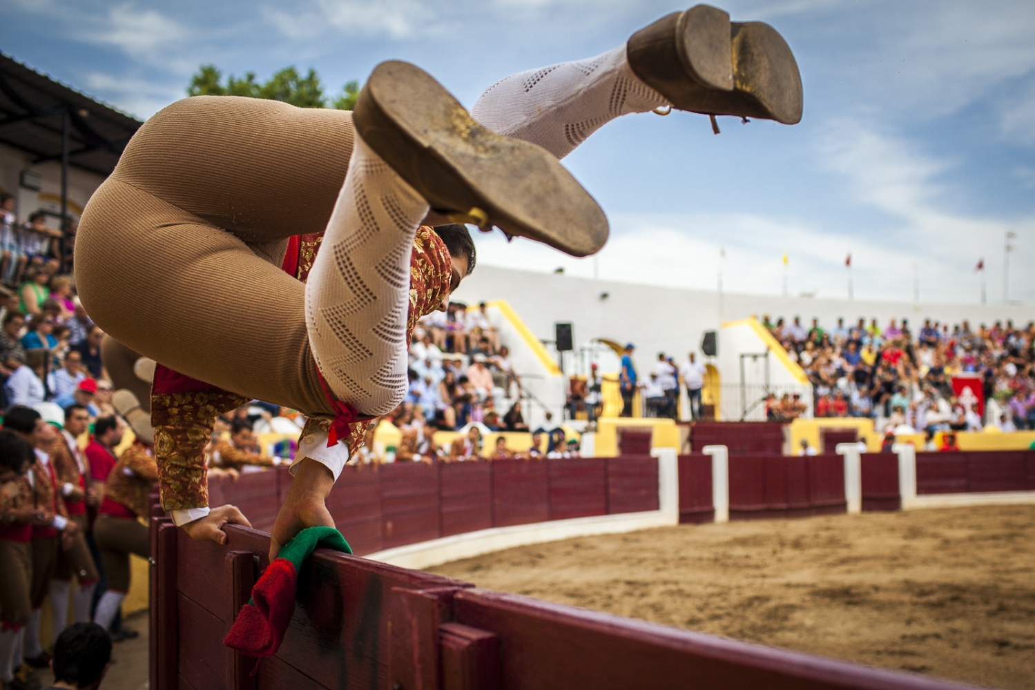 Forcado jumps the trenches to enter in the arena. They try to make it as  artistic as possible, since its one of the most important rituals before the 'pega' or head catch of the bull. Unlike in Spain, where the bull is stabbed to death if the matador manages to win the contest, the forcados wrestle the animal with their bare hands as a display of determination and bravura.