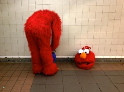Elmo has lost his head.