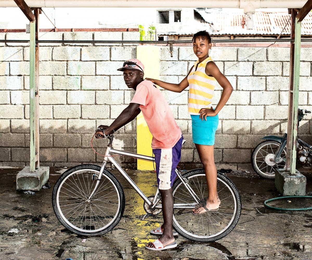 Art and Documentary Photography - Loading pareja_con_su__bicicleta.jpg