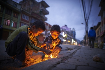 Tilak (10, right) and Ashish (left, 10) live a hard life on the streets, without any tools of convenience - these children have to make their lives by themselves.