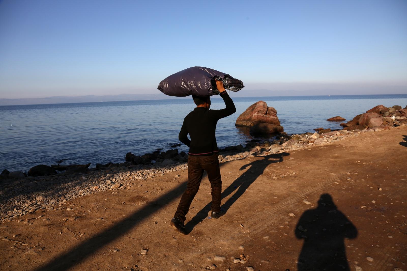 Art and Documentary Photography - Loading alexandros_katsis_lesbos_refuggies_04.jpg