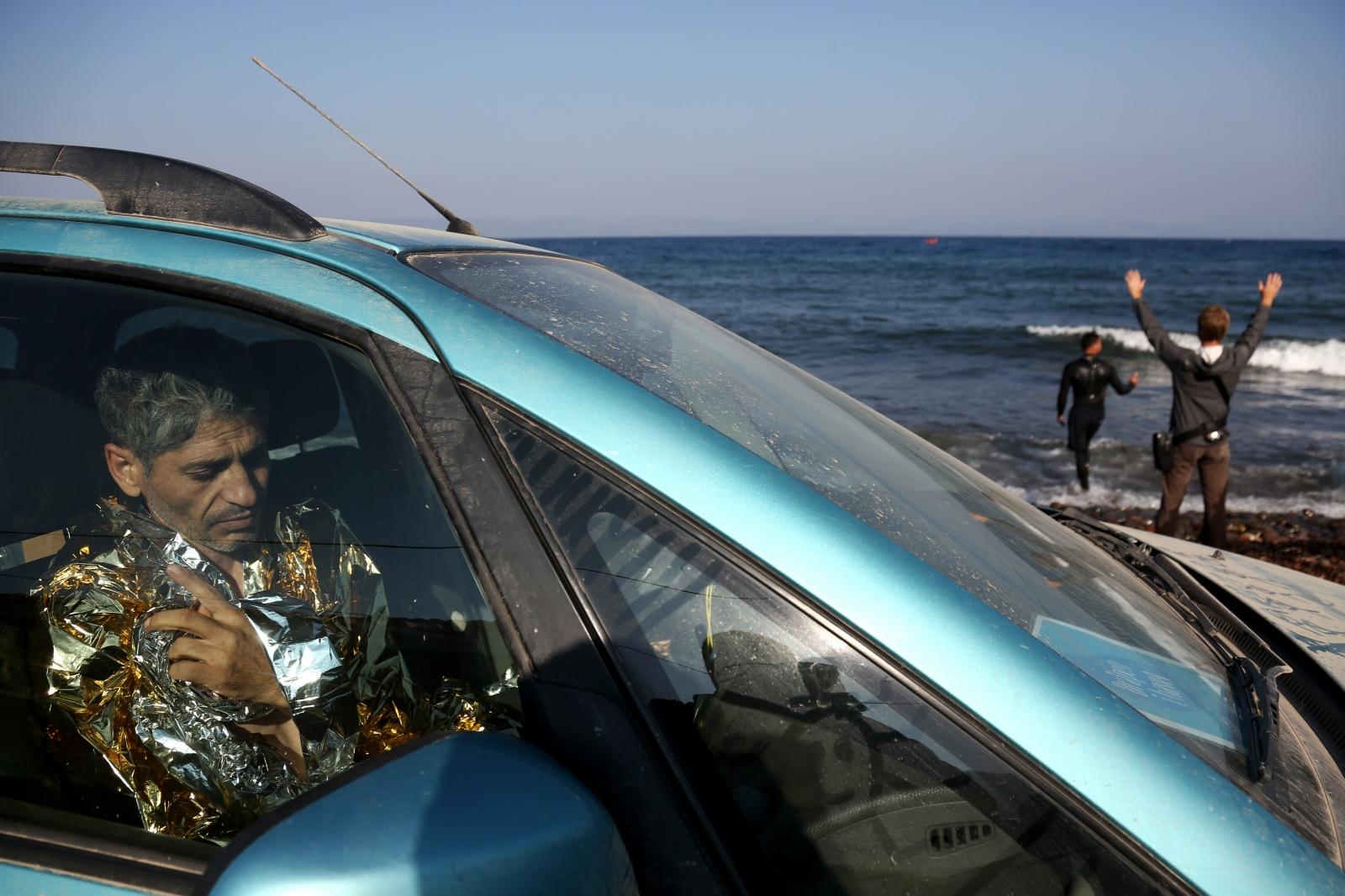 Art and Documentary Photography - Loading alexandros_katsis_lesbos_refuggies_11.jpg